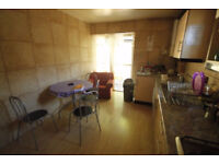 Look for this nice single room available now! PERFECT LOCATION!!
