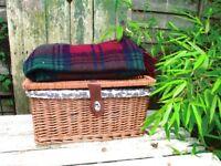 Picnic Hamper Basket Free Blanket