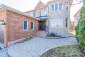 Large house in Prime Streetsville - Vista Heights district!