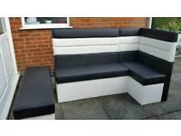 Corner diner bench seating