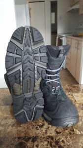Winter Boots Columbia (Boots are good condition 8.5 USA)