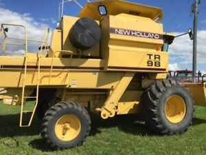 New Holland TR98 Combine w/14' Pick Up Heaer