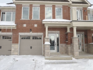 **Lovely 3bdr Townhouse in a family friendly & quiet neighbour