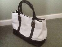Peruna black and white bag