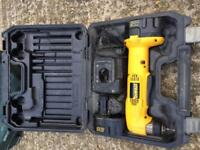 Dewalt angle drill (batteries, charger and travel case)