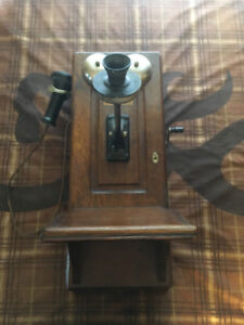 Anqitue Northern Electric Wall Telephone