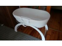 Barely used Shnuggle Dreami Baby Sleeper/Moses Basket with 2 fitted sheets, good as new
