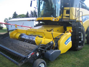 CR9070 New Holland Combine