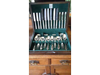 Canteen of silver plated cutlery - Butler Cavendish