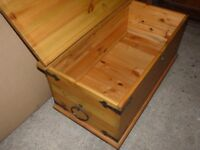 Solid wood chest (ottoman)