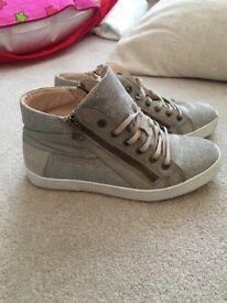 Size 4- Women's Daniels footwear grey/silver trainer boots