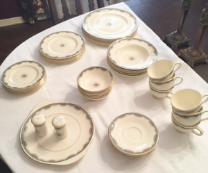 Royal Doulton Fine China Collection - Six 7-Piece Place Settings