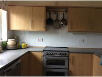 First floor studio apartment to rent in Thatcham. Suit professional.