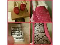 GENUINE BOXED UGG SLIPPER.☆☆☆SUIT SIZE 1 TO 2