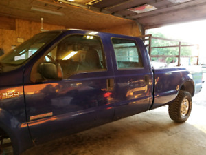 2003 Ford F350 Crew Cab 6.0L Diesel Auto Clean low Kms