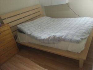 BED, QUEEN SIZE - QUALITY BUILD, SOLID WOOD WITH STEEL ACCENTS