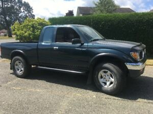 SUPER CLEAN / LOW KMS / ONE OWNER 1996 Toyota Tacoma V6 XTRA