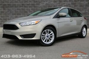 2015 Ford Focus SE Hatchback \ 5 Speed Manual \ Only 22,900 KMS!