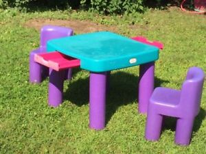LITTLE TIKES table and chairs - Table et chaises LITTLE TIKES