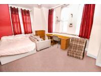 3 bedroom flat in Grand Parade, Green Lanes, Harringay