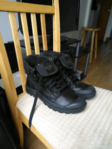 Mens brand new Palladium for sell size 8.5