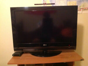 "32"" LG LCD flat screen mint condition"