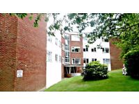 First Floor Bright and Spacious Modern 2 Double Bedroom Apartment in Southbourne.