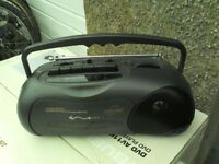 SMALL BLACK DAEWOO RADIO CASSETTE RECORDER/MAINS&BATTERY1