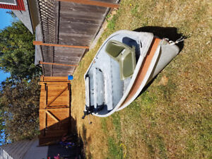 13 ft sprinter boat and 9.9 evinrude motivated to sell, / trade