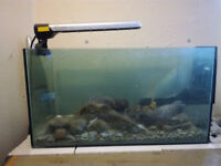 16 gallon / 64l glass aquarium, sold as-is, needs cleaning! Price negotiable ;)