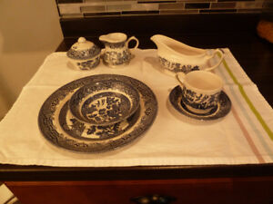 blue willow pattern dishes