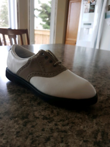 Size 5-1/2 girls golf shoes
