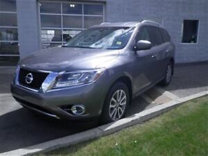 2016 Nissan Pathfinder SV | 4WD | Heated Seats | Back UP Camera