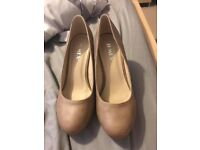 Brand new ladies Beige size 4 shoes heels
