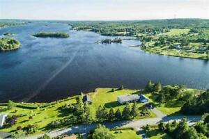 Beautiful Ocean Front Home - 52 Clamshell Road, Musquodoboit Hbr