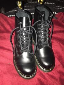 Black Doc Martens Leather Size 3