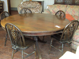 Beautiful Large circular table ref 1/29 (chairs optional)