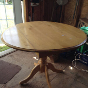 OAK ROUND TABLE WITH (1) CHAIR