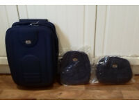 BRAND NEW navy Space Saver Cabin Case with MATCHING back pack AND MATCHING wash bag (RRP £39.99)