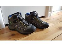 Kids walking boots UK size 2M / 34 M
