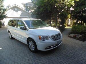 2014 Chrysler Town & Country Limited Minivan, Van