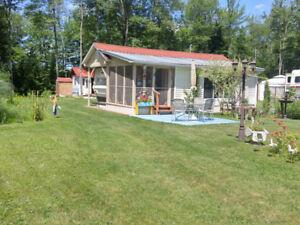 À vendre: Roulotte et terrain sur camping privé naturiste