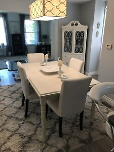 Estate Sale!!! Diningroom Table and 4 chairs