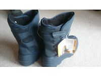 Brand new Thinsulate snowboots unisex UK size 5
