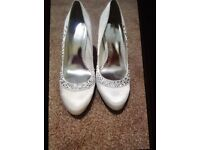 Brand new Ivory sparkly satin size 5 shoes. Perfect for that special occassion
