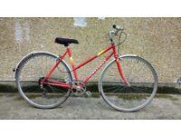 Ladies Lightweight Peugeot hybrid road bike. town city commuter