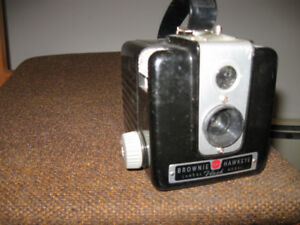 OLD VINTAGE KODAK BROWNIE HAWKEYE BOX CAMERA 1950's