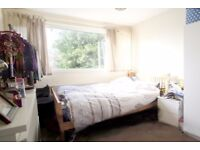 1 Double Room Available in 4 bedroom House w. Garden in Lanark Road, Maida Vale, W. London (800 p/m)