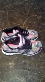 Womens size 5 sketcher trainers