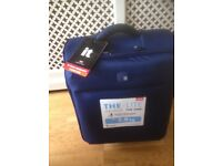 IT LUGGAGE LIGHTWEIGHT CABIN SUITCASE BRAND NEW